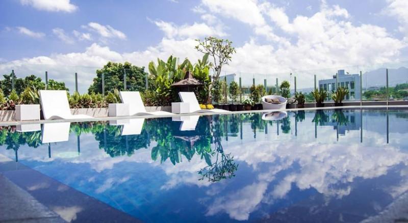 15 hotel di bandung dengan kolam renang cantik tarif mulai rp 300 rh pegipegi com