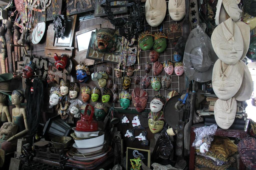 pasar barang antik triwindu