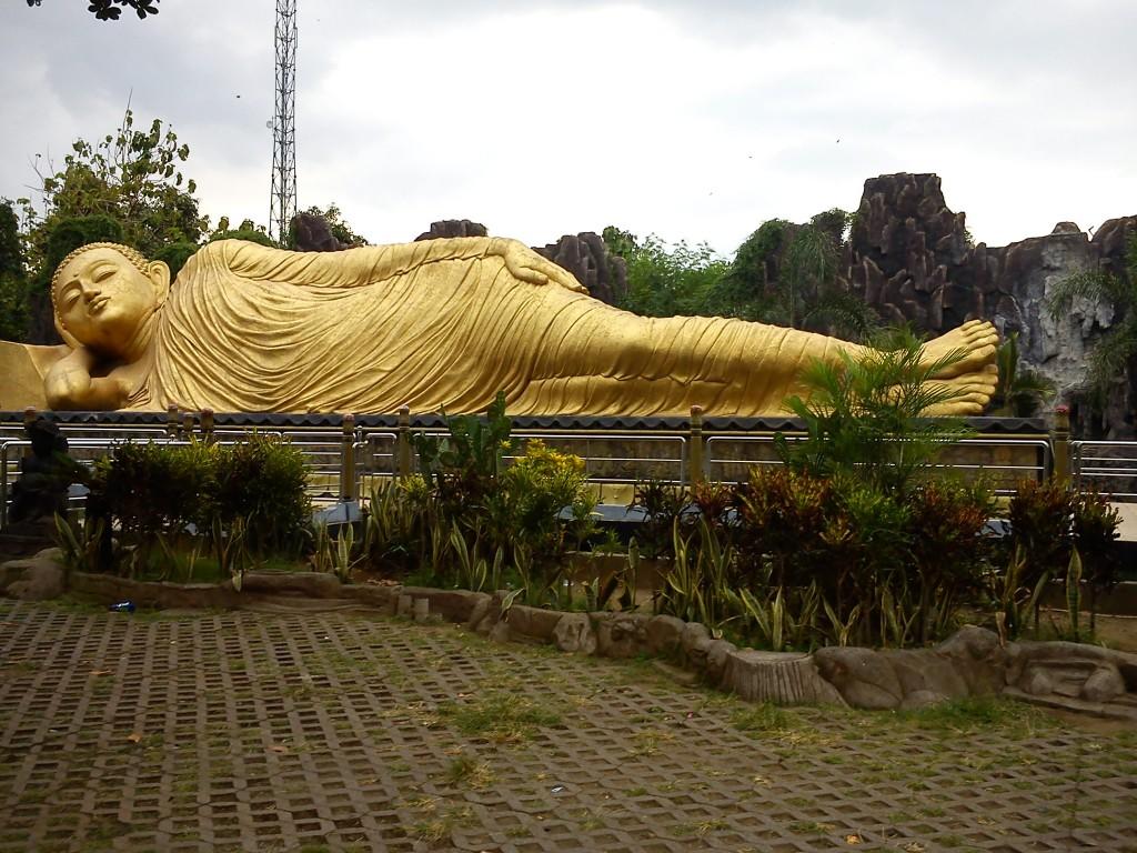 patung buddha tidur jawa