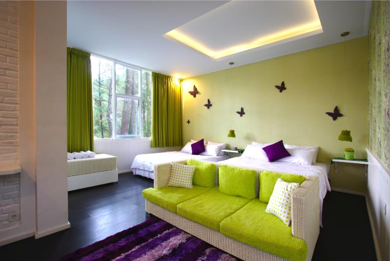 7 hotel unik dan instagenic di bandung harga mulai dari for Dekor kamar hotel di bandung