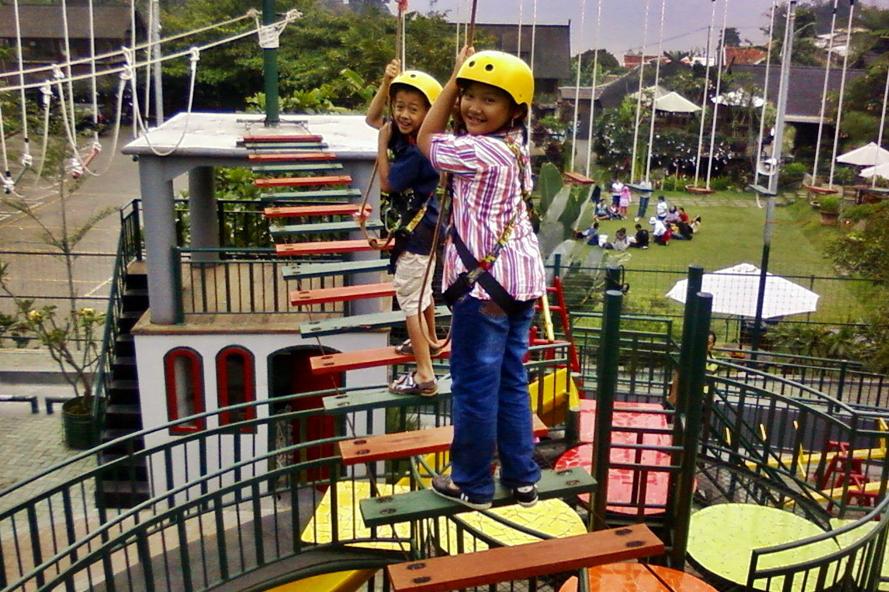 7 Resto Di Bandung Dengan Playground Untuk Liburan Bersama Anak