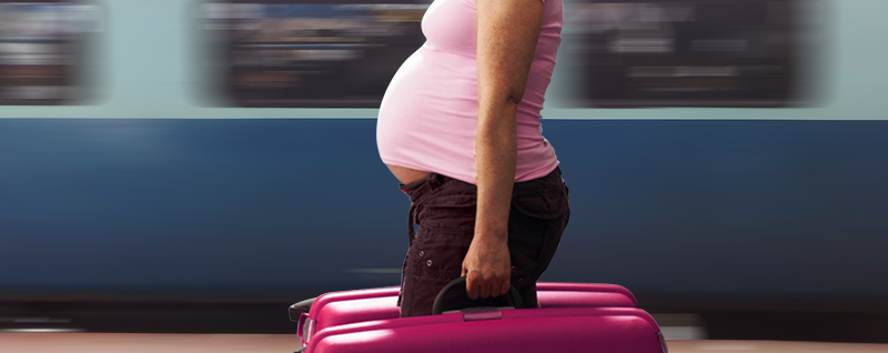 Pregnant-Women-should-not-carry-heavy-luggage