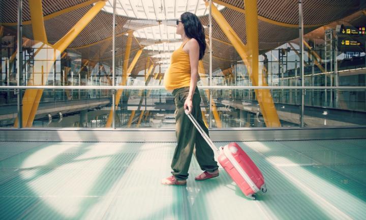 traveling naik pesawat saat hamil
