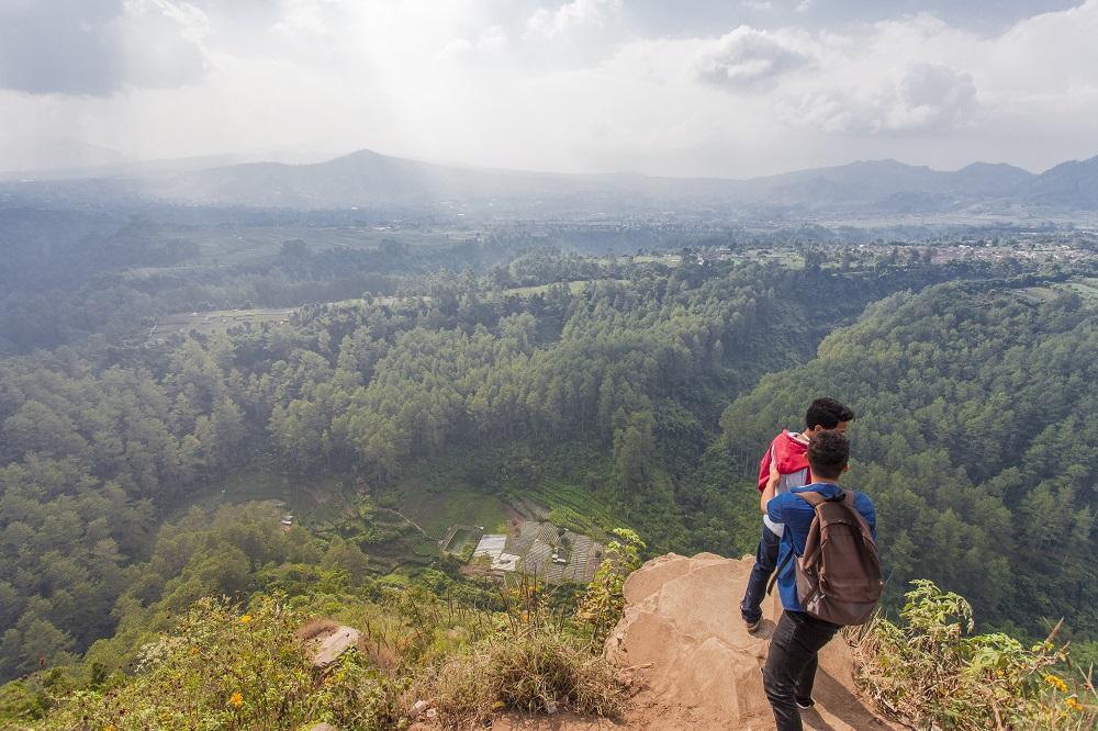 Serunya Menikmati Keindahan Sekaligus Selfie Di Tebing