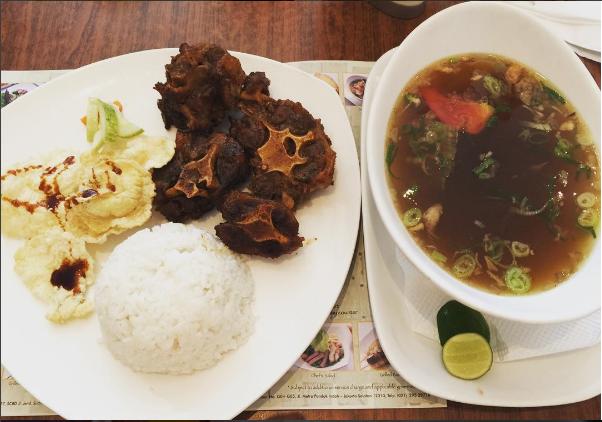 Nikmatnya 10 Kuliner Sop Buntut Rekomendasi di Jakarta