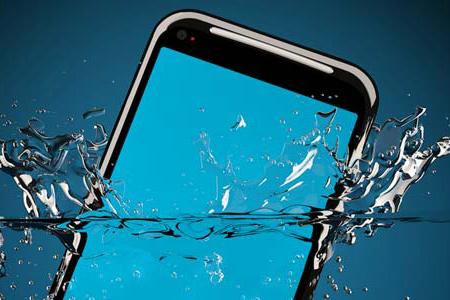 handphone-kecemplung-air