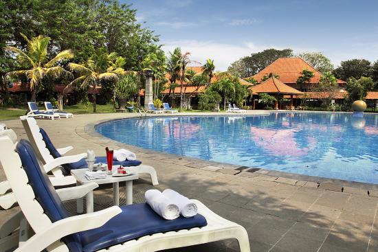 10 Hotel Dengan Kolam Renang Di Surabaya Bawah Rp 500 Ribu