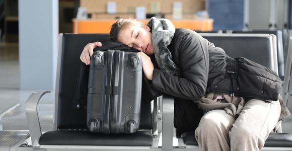 tidur-di-bandara