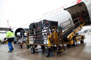 20150928-baggage-onto-plane
