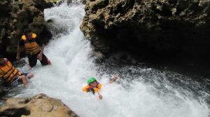paket-body-rafting-green-canyon-pangandaran