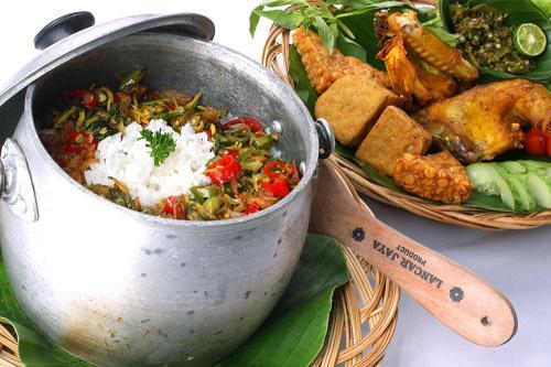 Hasil gambar untuk Nasi Liwet