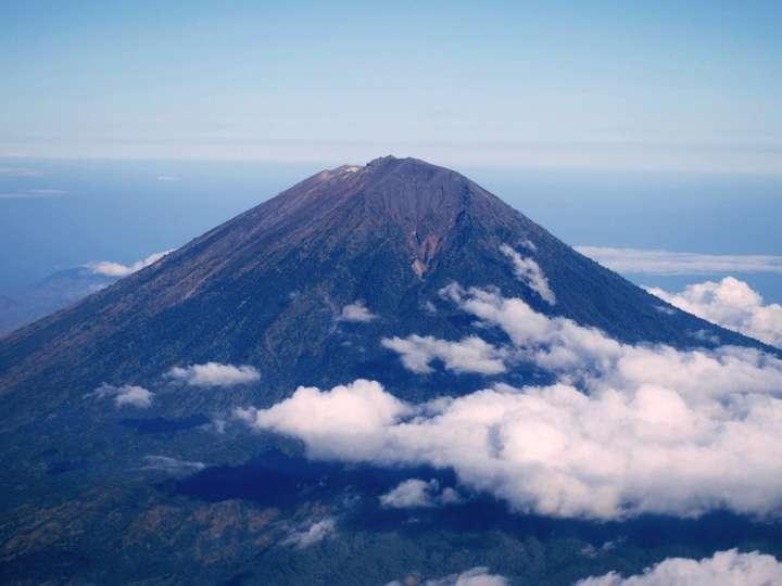 7 Alasan Kenapa Gunung Agung Wajib Masuk Daftar Liburan Kamu