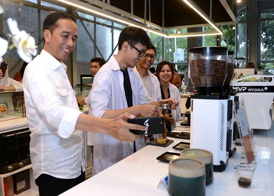 Presiden Joko Widodo di Sejiwa Coffee
