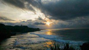 8 Pantai Cantik di Yogyakarta Buat Liburan Seru Kamu