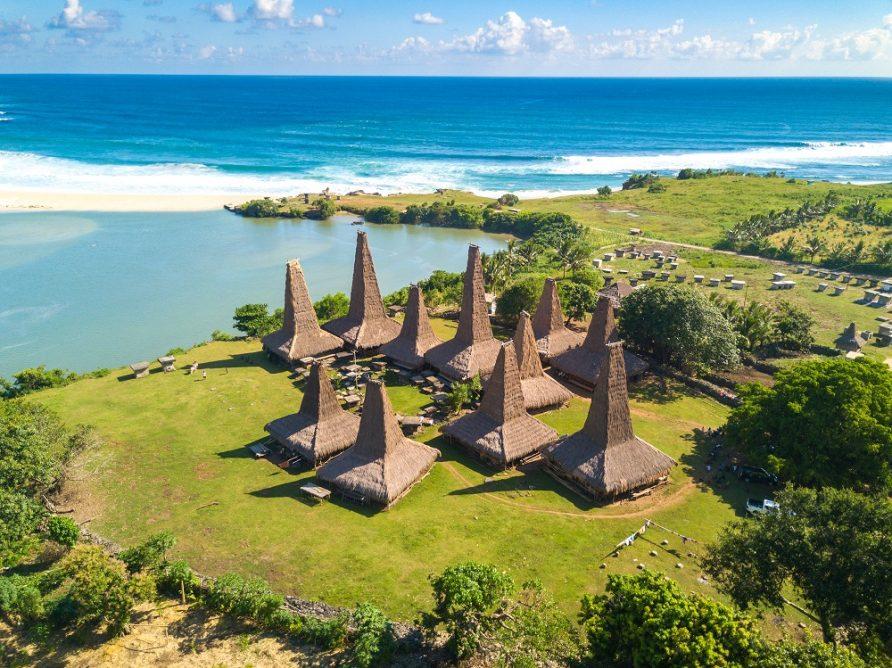 Desa Ratenggaro, Sumba Barat Daya, Beradat dan Penuh Magis