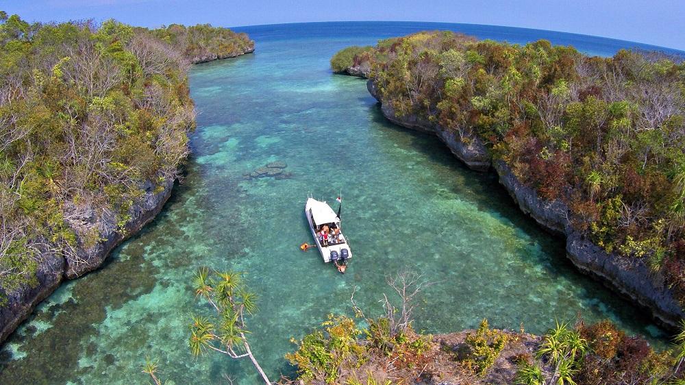 Pulau Bair Maluku Nggak Kalah Cantik Dari Raja Ampat