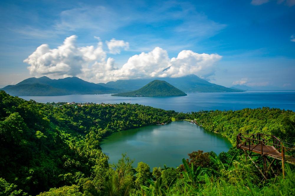 shutterstock 1174058824 - Pesona Keindahan Gunung Gamalama dan 5 Wisata Cantik Lain di Ternate