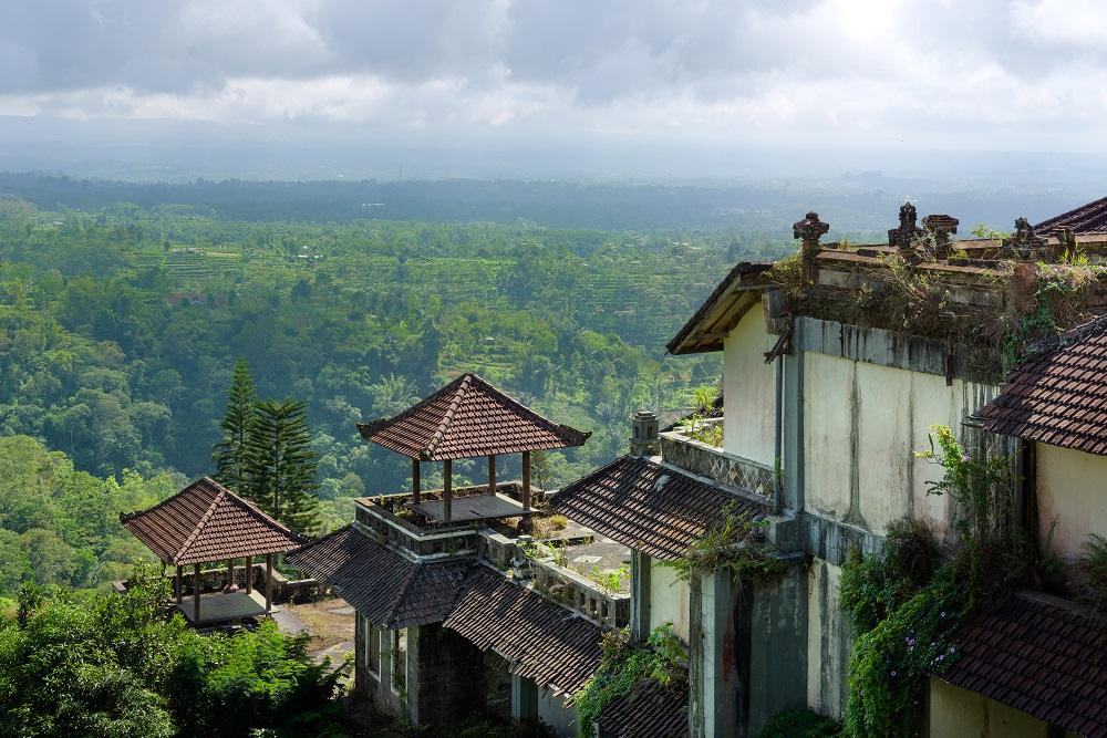 The Ghost Palace Hotel Spot Wisata Klasik Dan Mistis Di Bali