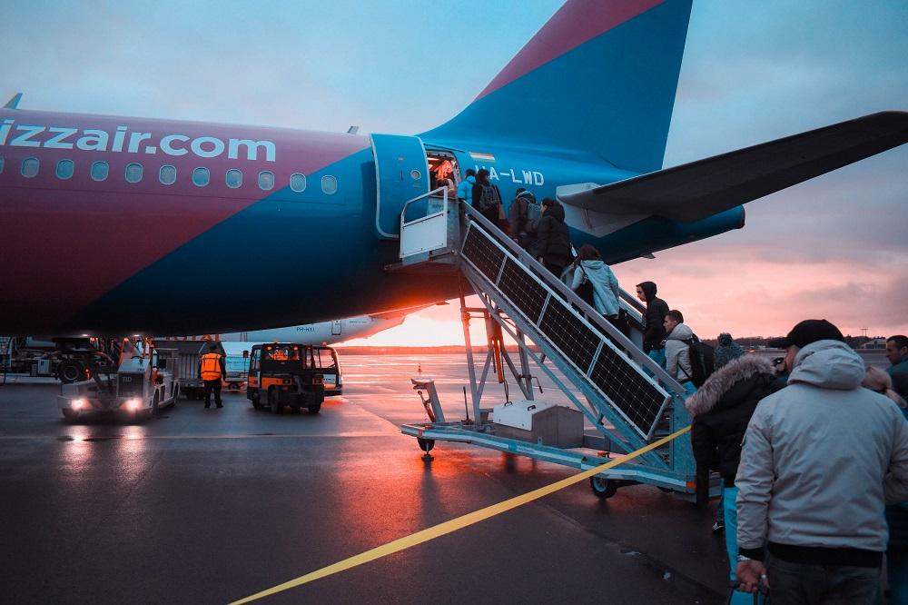 7 Tips Aman dan Nyaman Traveling dengan Penerbangan di Pagi Hari
