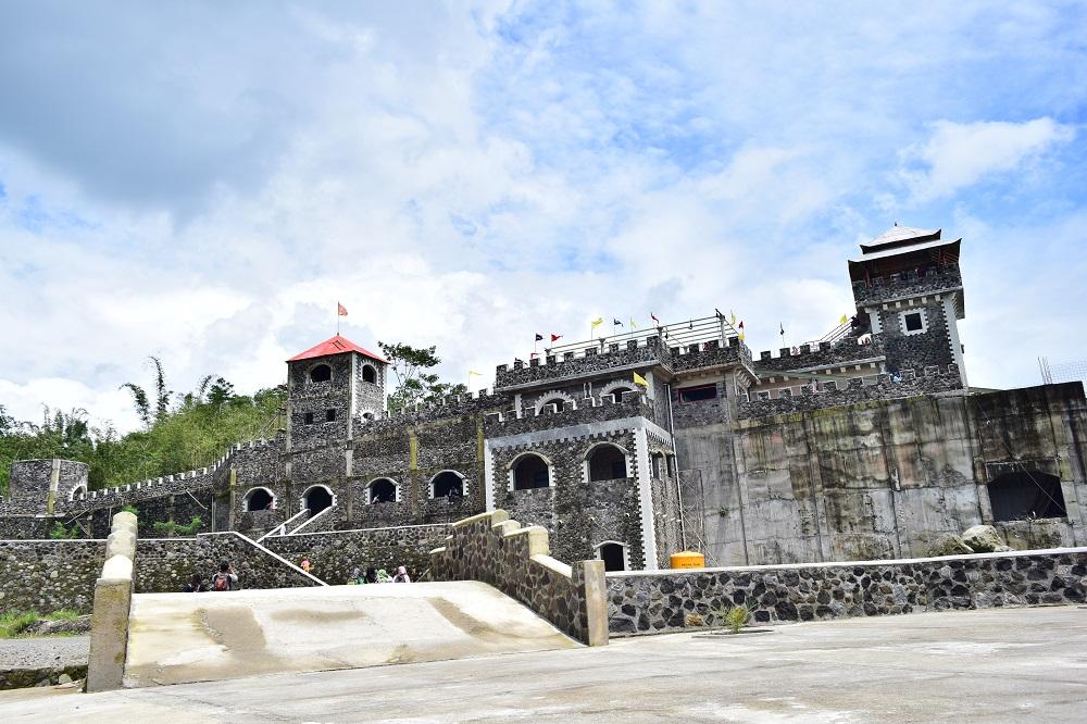 The Lost World Castle Istana Wisata Yang Unik Di Lereng Gunung Merapi Kaliurang