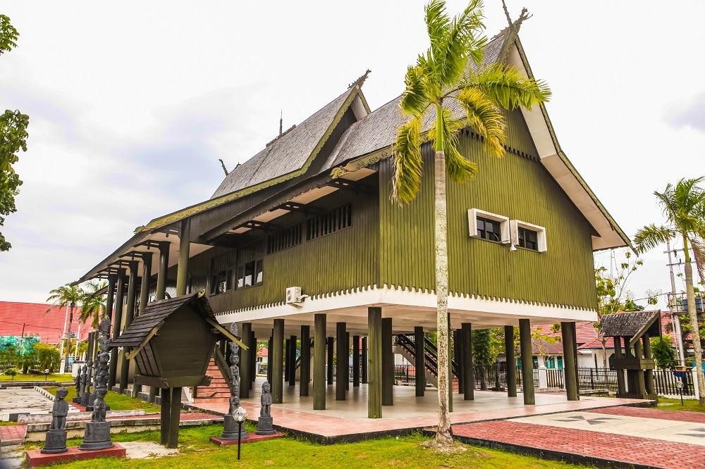 4 Rumah Adat Yang Unik Dan Menarik Khas Kalimantan