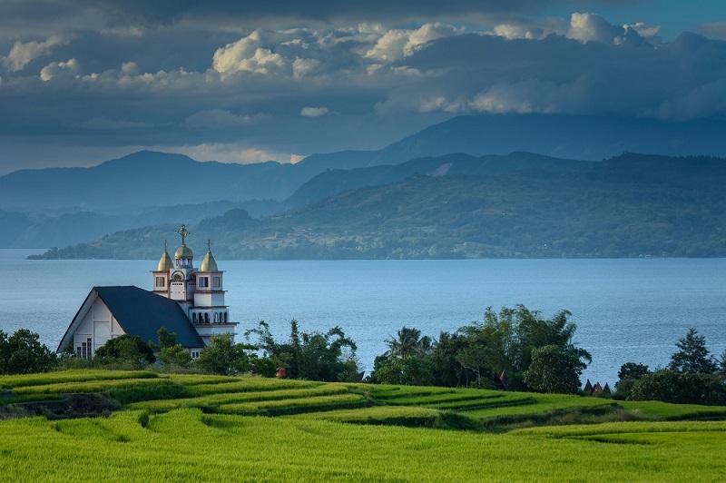 wisata cantik dan unik danau toba