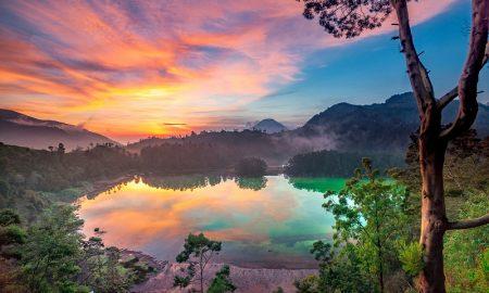 deretan telaga indah di indonesia