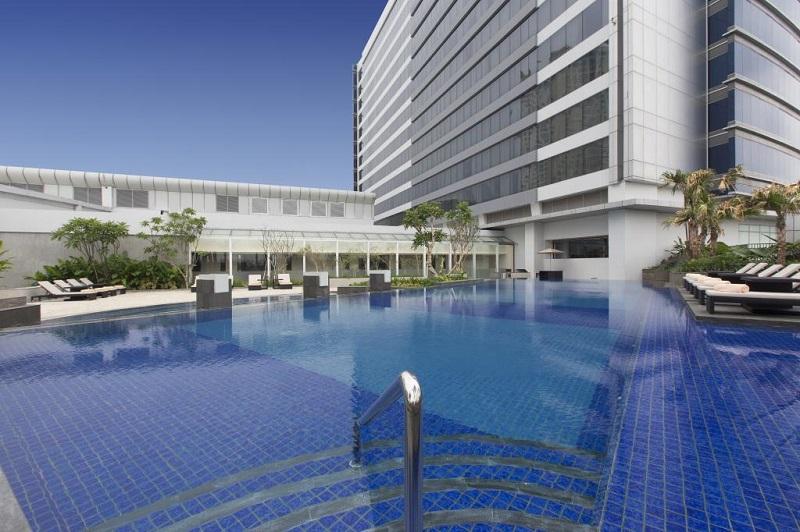 hotel dengan kolam renang keren di jakarta