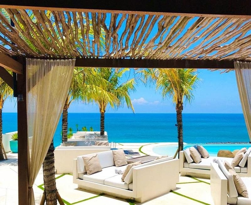 Restoran dengan pemandangan eksotis di Bali